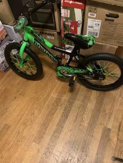 NEW/ Schwinn  16in. Bike - Green  Free Helmet